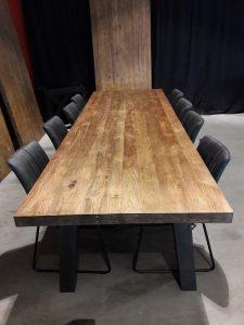 Massief teakhouten tafel 220 cm met metalen onderstel